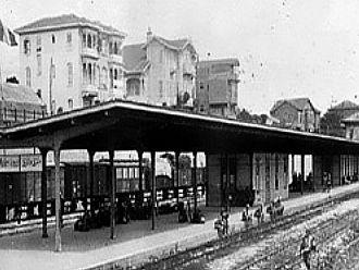"TURGAY TUNA / Makriköy ""Şömendöfer"" İstasyonu"